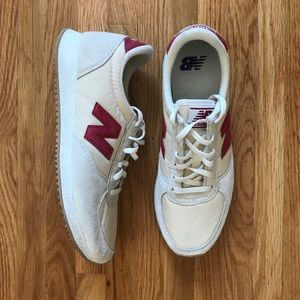 New Balance 220v1 Sneakers